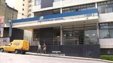 Greve de médicos peritos do INSS afeta vida de segurados em MG - Sem pagamento de benefício, moradora de Barbacena tem nome negativado.Em nota, instituto reconhece dificuldades; não há previsão do fim da greve.