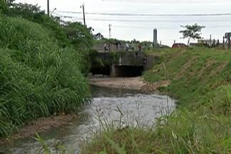 Polícia investiga morte de três homens no limite entre Itaquaquecetuba e São Paulo - Os corpos continham marcas de tiros.