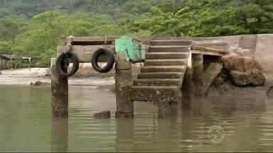 Moradores da Vila do Mamanguá em Paraty, RJ, estão preocupados com a situação do cais - Segundo eles, local está com estrutura comprometida e em péssimo estado de conservação.