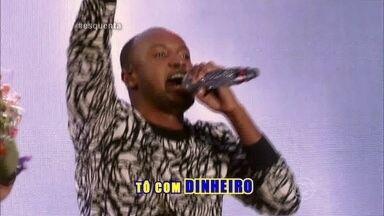 Thiaguinho empolga com 'Caraca, Muleke' - Cantor agita plateia