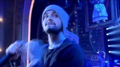 Luan Santana canta 'Escreve Aí' no palco do Domingão - Música do sertanejo concorre a melhor música de 2015