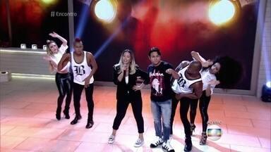 Valesca canta hit 'Beijinho no Ombro' - Fátima Bernardes mostra imagens de um show da Madonna na Europa em que a música da Valesca tocou na abertura do espetáculo