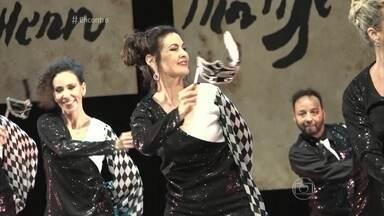 Fátima Bernardes se apresenta com turma do balé - Apresentadora conta que faz aulas durante todo o ano e maior emoção é ver as filhas no palco