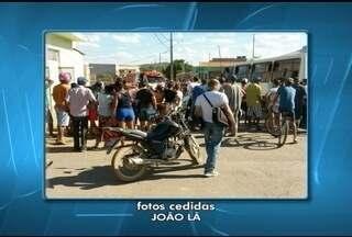 Motociclista embriagado morre após bater em ônibus em Bocaiuva - Esposa da vítima afirmou que ele havia saído para comprar mais bebidas. Com a batida, segundo a PM, homem quebrou o pescoço e morreu no local.