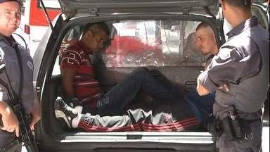 Bandidos mantém mais de 150 reféns em assalto a joalheria em SP - Os assaltantes entraram armados e anunciaram o assalto à joalheria no Centro da cidade.
