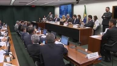 Conselho de Ética da Câmara aprova continuação do processo contra Eduardo Cunha - Aliados do presidente da Câmara prometem recorrer da decisão por causa de um pedido de vista não concedido e que adiaria a sessão pela oitava vez.