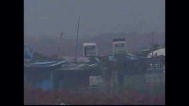 Deslizamento de terra deixa 33 prédios soterrados no Sul da China - Quase 60 pessoas estão desaparecidas na área industrial na cidade de Shenzen. Mais de 900 moradores foram retirados do local.