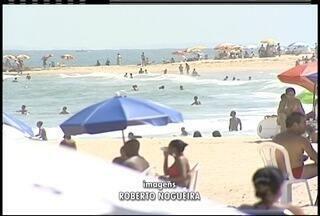 Último fim de semana da primavera é marcado por calor e praias lotadas na Região dos Lagos - Último fim de semana da primavera é marcado por calor e praias lotadas na Região dos Lagos.