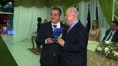 Diretor presidente da TV Sergipe, Albano Franco é homenageado - Diretor presidente da TV Sergipe, Albano Franco é homenageado pela série Riquezas do Agreste.