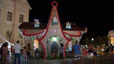Famílias aproveitam a programação de Natal em Salvador - Além da ornamentação, a capital baiana também recebe apresentações de coral e visitas à casa do Papai Noel.
