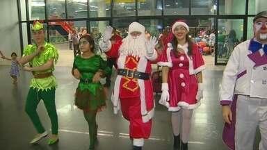 Em Manaus, 'Mundo Encantado do Papai Noel' encerra com carreata - 'Bom Velhinho' percorreu ruas até chegar ao Aeroporto Eduardo Gomes.