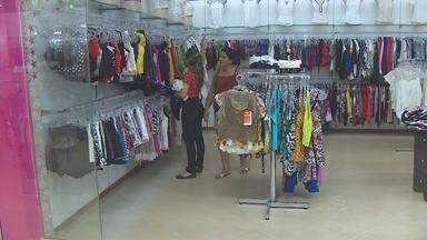 Consumidores reclamam dos altos preços do comércio de Santana - Se em Macapá o movimento não anda lá muito bem, em Santana é que as vendas estão fracas mesmo. E o consumidor reclama dos preços altos.