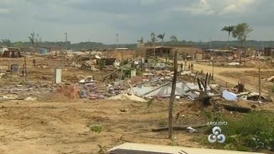 Polícia faz nova retirada de invasores na Cidade das Luzes, em Manaus - 1.900 famílias haviam sido retiradas no terreno no dia 11 de dezembro. Área fica localizada no bairro do Tarumã, Zona Oeste da cidade.