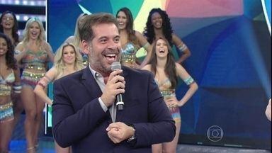 Leandro Hassum abre 'Domingão do Faustão' e levanta a plateia - Comediante faz retrospectiva de 2015 no programa