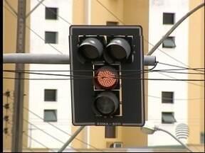 Semáforos apresentam problemas no final de semana - Motoristas reclamaram da situação em Pres. Prudente.