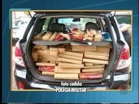 Três homens são presos com mais de 460 kg de maconha - Droga estava em um carro roubado. Apreensão foi em Osvaldo Cruz.