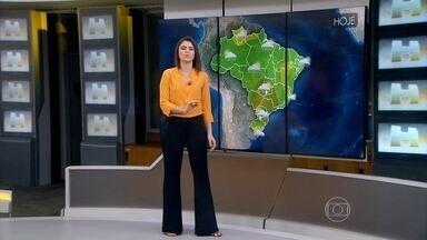 Previsão é de pancada de chuva isolada em Salvador - Em Belém, a temperatura máxima prevista para esta segunda-feira (28) é de 32ºC. Em São Paulo, os termômetros chegam a 27ºC.