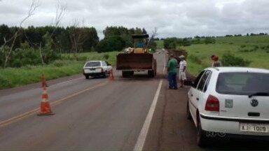 PR-323 ficou está com trecho parcialmente interditado - Chuva do fim de semana causou problemas na rodovia