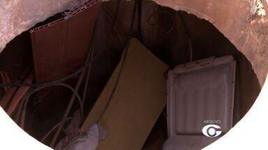 Após reportagem, buraco é fechado no Jacintinho - Problema ameaçava a segurança dos moradores da região.