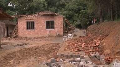 Calor intenso provoca fortes chuvas por todo o estado de Santa Catarina - Calor intenso provoca fortes chuvas por todo o estado de Santa Catarina