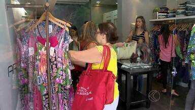 Lojas de Juiz de Fora realizam trocas após o Natal - Algumas lojas estabelecem regras na hora de trocar o produto.