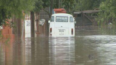 Após chuva, falta de bombeiros preocupa moradores de Sumaré - Cerca de 1,5 mil pessoas ficaram desalojadas depois da chuva do último fim de semana.