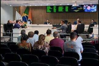 Câmara aprova 11 projetos em última extraordinária do ano em Divinópolis - Quatorze projetos de lei foram discutidos; Três ficaram para o ano que vem.Legislativo teve 2ª reunião extraordinária em menos de uma semana.
