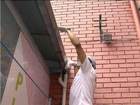 Casas fechadas podem ser pontos de reprodução do Aedes aegypti - Mais de 15 mil casos de dengue foram registrados em Belo Horizonte em 2015.
