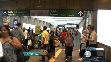 Mais de 110 mil pessoas devem passar pelos terminais rodoviários de São Paulo - Nesta manhã, as passagens ainda estão disponíveis e os ônibus saem no horário. A orientação é que os passageiros cheguem ao terminal uma hora antes do horário de embarque.
