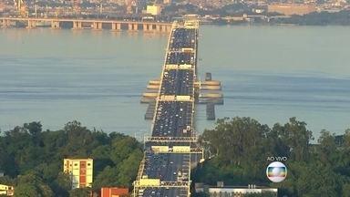 Movimento de saída para o Ano Novo já é grande no início desta manhã (31) - Veja como está a movimentação nas principais saídas do Rio.
