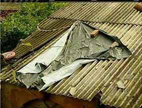Chuva causa transtornos e deixa casas interditadas em Nova Friburgo, no RJ - Nove pessoas estão desabrigadas.