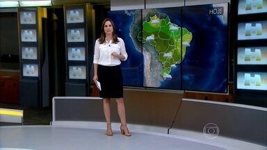 Tempo segue instável em praticamente todo o Brasil - A área que vai desde Santa Catarina, passa por Curitiba, São Paulo, sul de Minas, Mato Grosso e vai até o norte do país tem maiores chances de chuva neste sábado (2).
