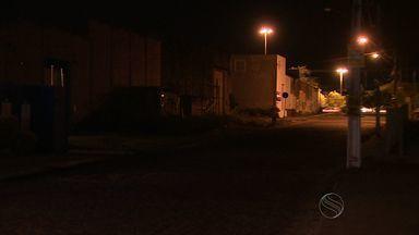 Moradores do bairro Jabotiana sofrem com escuridão - Moradores do bairro Jabotiana sofrem com escuridão.