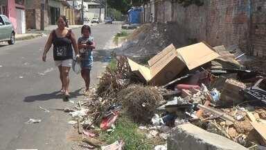 Moradores denunciam calçadas obstruídas no Bairro Aleixo, em Manaus - Comunidade está localizada na Zona Centro-Sul da capital.