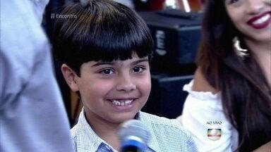 Felipe tem 6 anos e já viajou por 39 países - Cláudia conta como enfrenta as dificuldades de viajar com uma criança. Felipe fala sobre os lugares mais legais que já visitou
