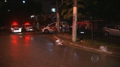 Polícia procura homens que mataram policial civil e o filho em briga de trânsito - A troca de tiros aconteceu na Vila Monte Santo, na Zona Leste da capital. Um rapaz de 21 anos que foi ferido na troca de tiros é um dos suspeitos do crime.