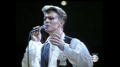São Paulo tem uma história de amor com David Bowie - Há dois anos, as filas dobravam o quarteirão para ver uma exposição em homenagem ao artista, no Museu da Imagem e do Dom. E Bowie se apresentou na capital em 1990 e em 1997. O primeiro show, há quase 30 anos, foi visto por 50 mil pessoas.