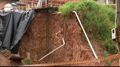 Chuva causa série de estragos na região de Sorocaba e Jundiaí - Está caindo água desde sexta-feira à noite em toda a região de Sorocaba e Jundiaí. Choveu muito no fim de semana, e a previsão é de mais chuva a qualquer hora do dia. Em Cabreúva, a semana começou com chuva intensa. Duas casas foram interditadas.