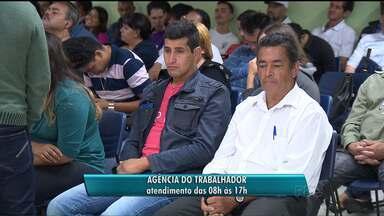Agência do trabalhador abre mais cedo em Curitiba - Por causa da forte chuva, a Agência do Trabalhador abriu uma hora mais cedo nesta segunda-feira (11). A procura por emprego é grande em todas as agencias do estado.