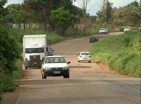 Motoristas reclamam de buracos em trecho da TO 070 - Motoristas reclamam de buracos em trecho da TO 070