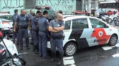Tentativa de roubo a banco termina com a morte de um dos bandidos na Vila Nova Conceição - Segundo a polícia, dois homens entraram no banco no meio da tarde. A dupla fugiu a pé mas foi flagrada pela polícia quando tentava roubar um carro.