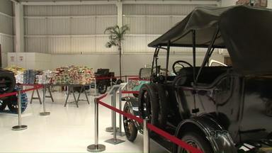 Empresário doa valor arrecadado em evento para entidades de Pato Branco. - Exposição de veículos antigos ocorreu em dezembro.