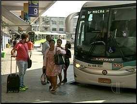 Moradores sentem efeitos do reajuste das passagens de ônibus em Campos, no RJ - Passagens subiram 10%.
