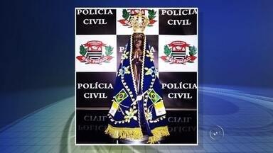 Imagem de Nossa Senhora Aparecida furtada é encontrada em 'altar' de bar - A Polícia Civil recuperou, nesta segunda-feira (11), a imagem de Nossa Senhora Aparecida furtada de uma igreja no final da tarde de sexta-feira (8), em São José do Rio Preto (SP).