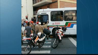 JPB2JP: Acidente envolvendo 2 ônibus deixa 10 feridos na Capital - Em frente à Universidade Federal da Paraíba.
