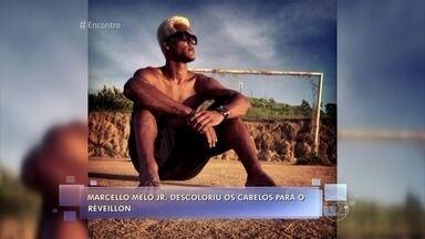 Marcello Melo Jr. comenta mudança radical no cabelo - Ator decidiu fazer uma 'loucura' e descoloriu o cabelo durante as férias de fim de ano