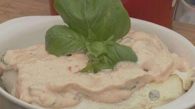 Kassab ensina no 'Prato Feito' receita de peixe cação com molho especial - A receita desta sexta-feira (15) é fácil de preparar. Um cação com molho especial, confira!