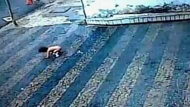 Vídeo flagra queda de bebê em prédio do Centro de Fortaleza - Criança saiu engatinhando após queda.