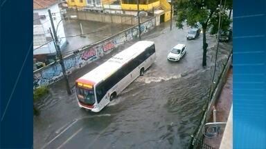 Rio entra em estágio de atenção por causa de forte chuva agora à tarde - Vários telespectadores mandaram imagens de pontos de alagamento em todo o estado