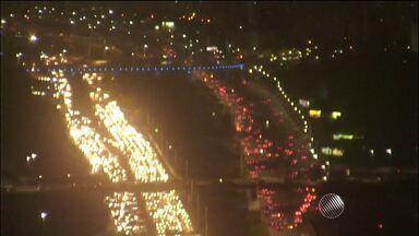 Blitz da PM causa engarrafamento em vários pontos da capital baiana - Entre os pontos congestionados estão as avenidas Bonocô e Paralela.